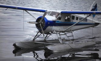 Beaver floatplane close up horz