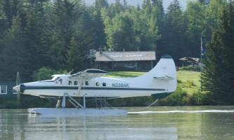 Wings airways taku glacier lodge De Havilland Otter arriving at the Taku Lodge rsz