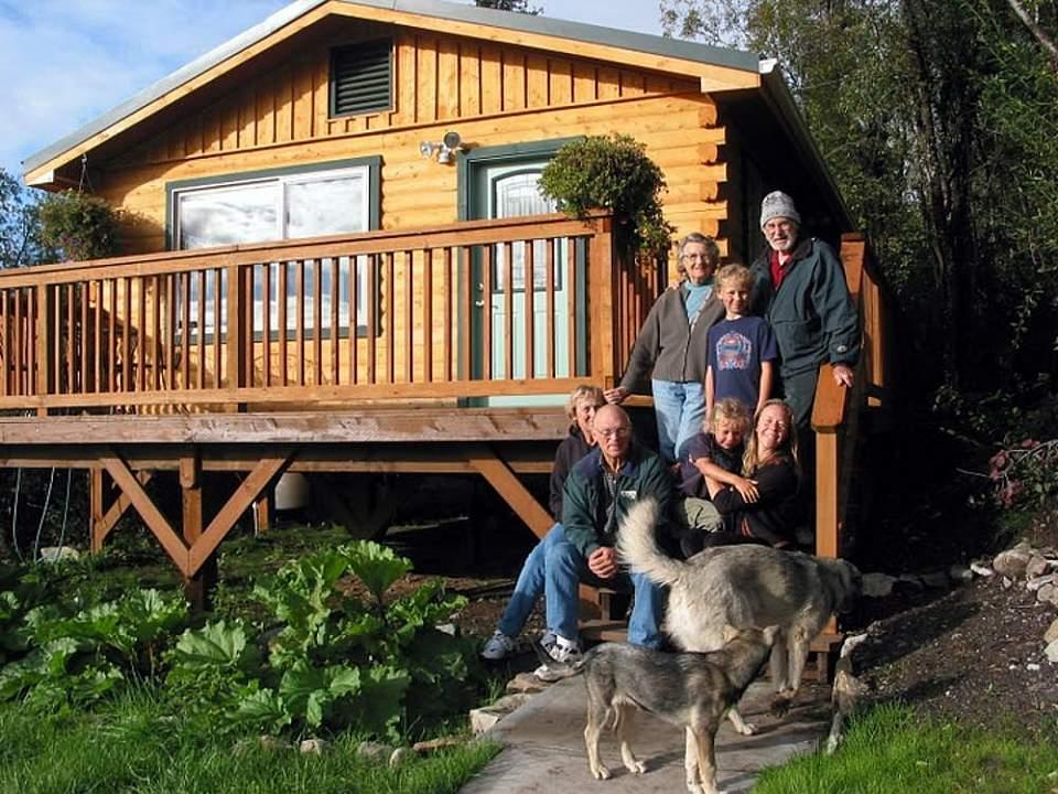Custom-built guest house at Currant Ridge