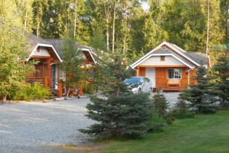 Denali fireside cabins suites grounds in front2019