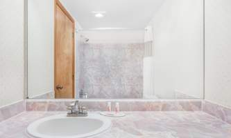 Travelodge juneau 06 Standard Bathroom